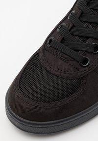 EA7 Emporio Armani - UNISEX - Sneakers - black - 5