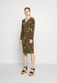 Lauren Ralph Lauren - PRINTED MATTE DRESS TRIM - Robe en jersey - oliva/red - 1