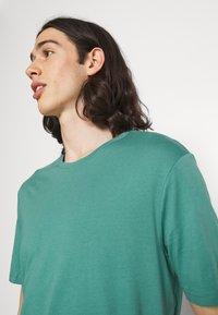 YOURTURN - 2 PACK UNISEX - T-shirt basique - white/green - 5