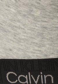 Calvin Klein Underwear - UNLINED TRIANGLE - Sujetador sin aros - grey heather - 5