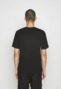 Hummel Hive - BEACH BREAK - T-shirts - black - 2