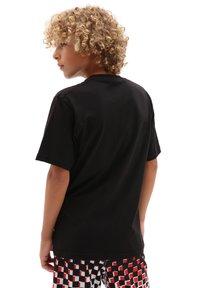 Vans - BY VANS CLASSIC LOGO FILL BOYS - T-shirt print - black/flame camo - 1