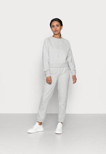 ONLZOEY LIFE SET - Langærmede T-shirts - light grey melange