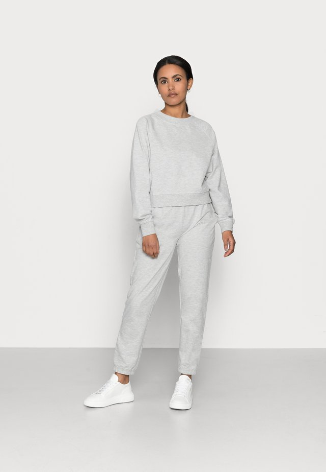 ONLZOEY LIFE SET - Longsleeve - light grey melange