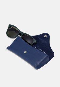 Lacoste - UNISEX - Sunglasses - matte green - 3