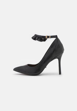 ONLCHARLIE RUFFLE - Classic heels - black