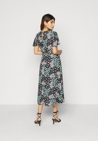 Dorothy Perkins Petite - DITSY EMPIRE SEAM MIDI DRESS - Kjole - black - 2