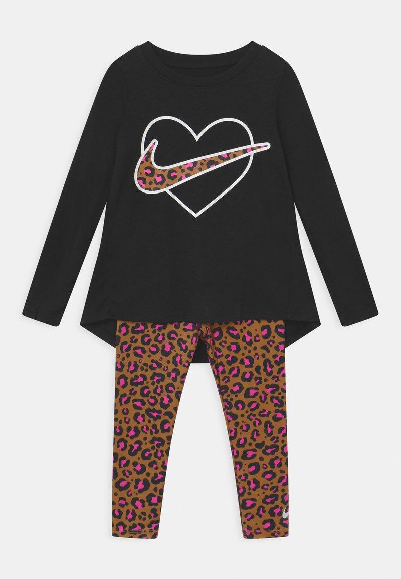 Nike Sportswear - LEOPARD HEART SET - Leggings - Trousers - chutney