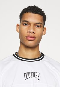 The Couture Club - VARSITY BADGED MESH OVERSIZED T-SHIRT - Print T-shirt - white - 3