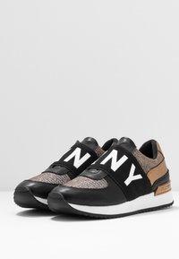 DKNY - MARLI - Nazouvací boty - black/bronze - 4