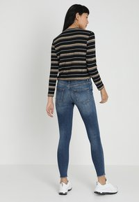 ONLY - ONLBLUSH MID ANKLE RAW - Jeans Skinny Fit - dark blue denim - 2
