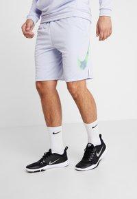 Nike Performance - NATURAL HIGH - Pantalón corto de deporte - ghost - 0