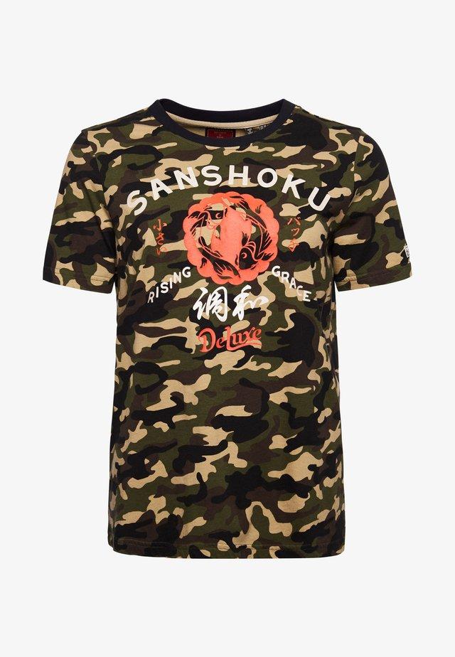 RISING SUN - Print T-shirt - army camo