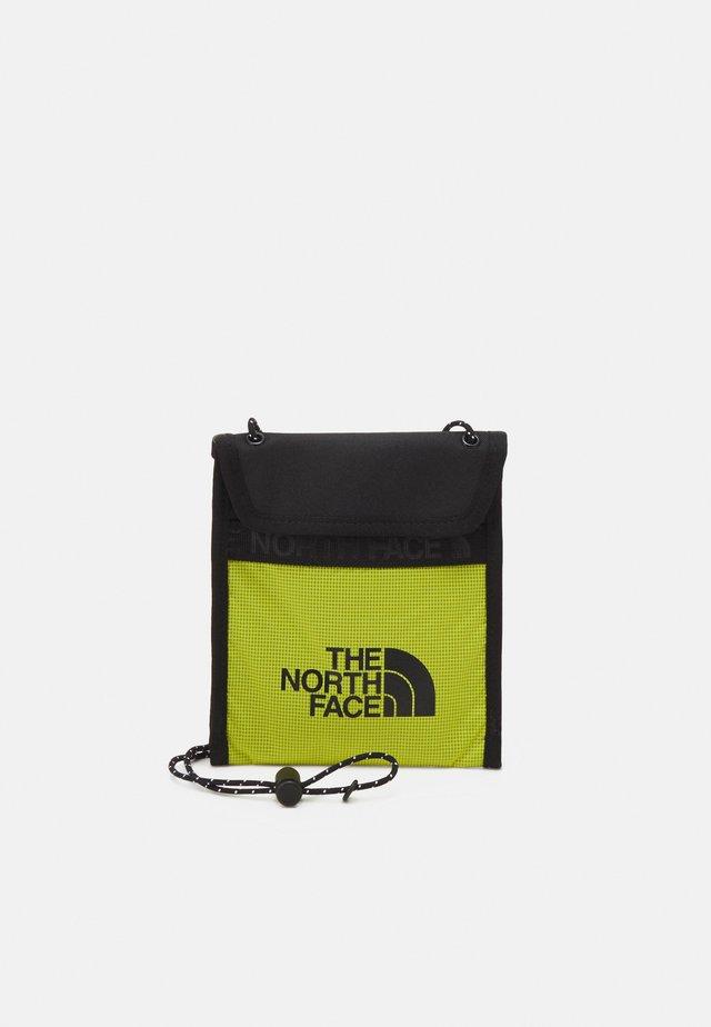 BOZER NECK POUCH UNISEX - Across body bag - sulphur spring green