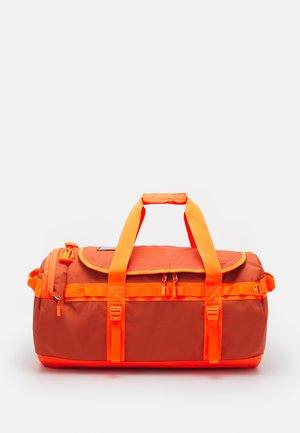 BASE CAMP DUFFEL UNISEX - Valigia - orange