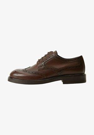 LEONAPA - Zapatos con cordones - mittelbraun