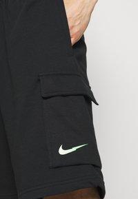 Nike Sportswear - ZIGZAG - Shorts - black - 4