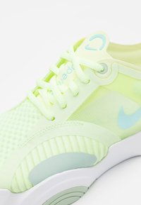 Nike Performance - SUPERREP GO - Treningssko - barely volt/glacier ice/pistachio frost - 5