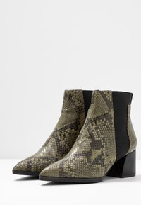 Adele Dezotti - Ankle boot - olive - 4