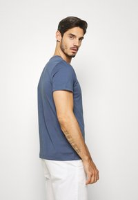 Tommy Hilfiger - LOGO TEE - T-shirt con stampa - blue - 2