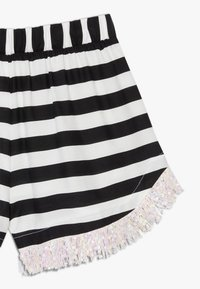 WAUW CAPOW by Bangbang Copenhagen - AUGUSTA STRIPED - Shorts - black/white - 3