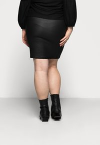 Pieces Curve - PCPARO COATED SKIRT - Pencil skirt - black - 2