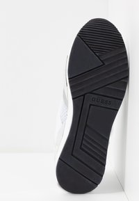 Guess - TYPICAL - Joggesko - white - 6