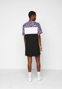 Fila Tall - ALLI TEE DRESS - Jersey dress - black/sand verbena/bright white - 2