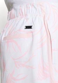Under Armour - LINKS PRINTED SKORT - Sports skirt - white - 4