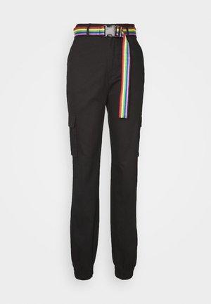 TALLPRIDE BELTED TROUSER - Pantalones cargo - black