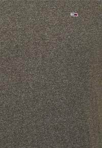 Tommy Jeans - SLIM JASPE V NECK - Basic T-shirt - dark olive htr - 2