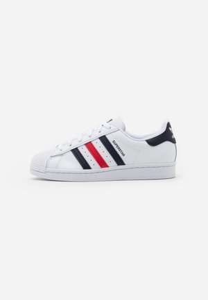 SUPERSTAR SPORTS INSPIRED SHOES - Baskets basses - footwear white/scarlet