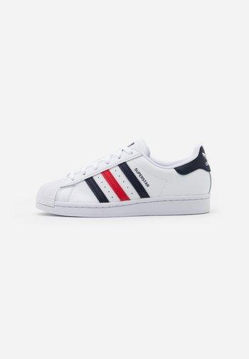 SUPERSTAR  - Matalavartiset tennarit - footwear white/scarlet