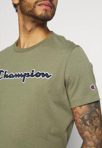 Champion Rochester - CREWNECK  - T-shirt imprimé - olive - 3