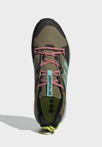 adidas Performance - TERREX SKYCHASER GORE-TEX 2.0 WANDERSCHUH - Stabile løpesko - green - 3