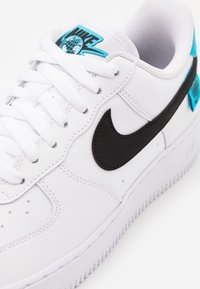 Nike Sportswear - AIR FORCE 1 '07 UNISEX - Sneakers laag - white/black/blue fury - 5