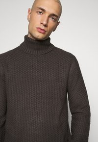 Only & Sons - ONSLOCCER - Stickad tröja - grey pinstripe - 3