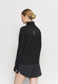 Nike Performance - SPHERE - Mikina - black/reflective silver - 2