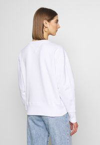 Tommy Jeans - CORP HEART - Bluza - classic white - 2