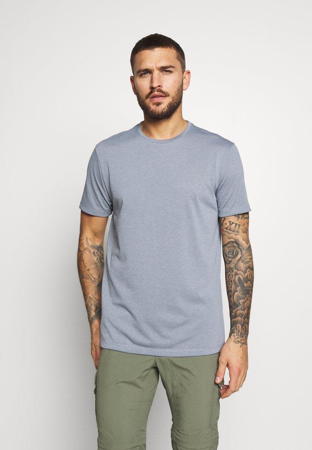 BIG UP TEE - T-shirts basic - dreams of blue