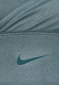 Nike Performance - INDY TEXTURED SHINE BRA - Light support sports bra - hasta/dark teal green - 2
