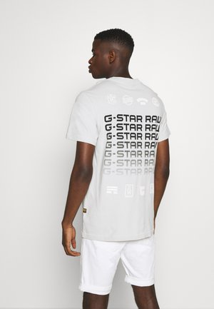 MULTI LOGO POCKET  - Print T-shirt - cool grey