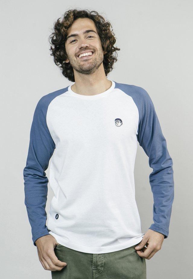 AKITO  - T-shirt med print - white