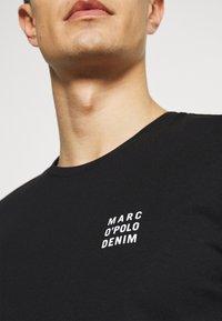 Marc O'Polo DENIM - SHORT SLEEVE LOGO - Jednoduché triko - black - 4