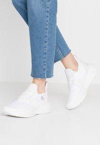 Timberland - EMERALD BAY  - Sneakersy niskie - white - 0