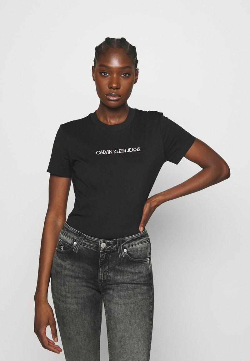 Calvin Klein Jeans - SHRUNKEN INSTITUTIONAL TEE - Print T-shirt - black