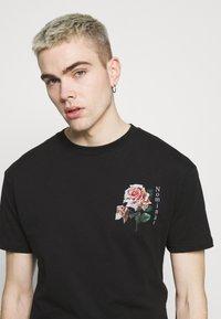 Nominal - FLORAL TEE - Print T-shirt - black - 3