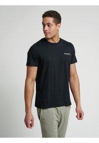 Hummel - HMLTORONTO  - T-shirts print - black - 7