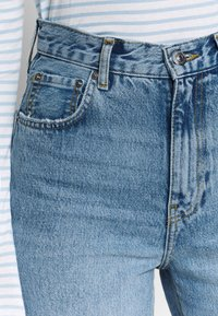 Gina Tricot - MOM - Relaxed fit jeans - mid blue - 5