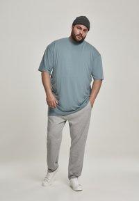 Urban Classics - T-shirt - bas - dusty blue - 1